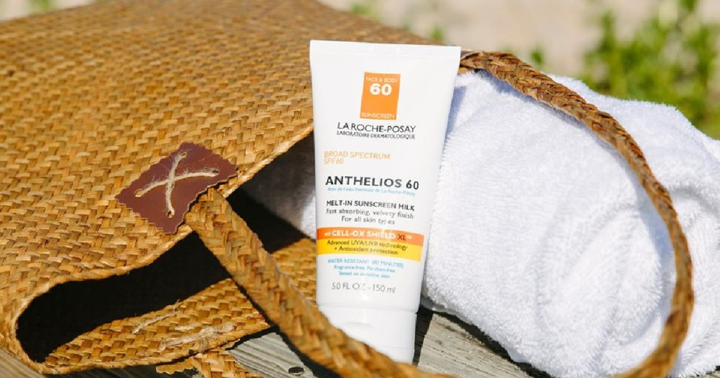 beach bag with Anthelios 60 Melt-In Sunscreen Milk
