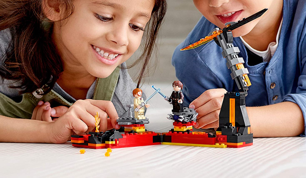 LEGO star wars revenge of the sith two kids playing
