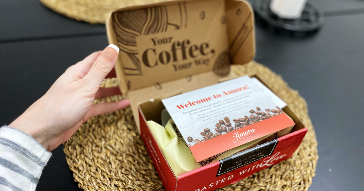 amora subscription box hand opening lid