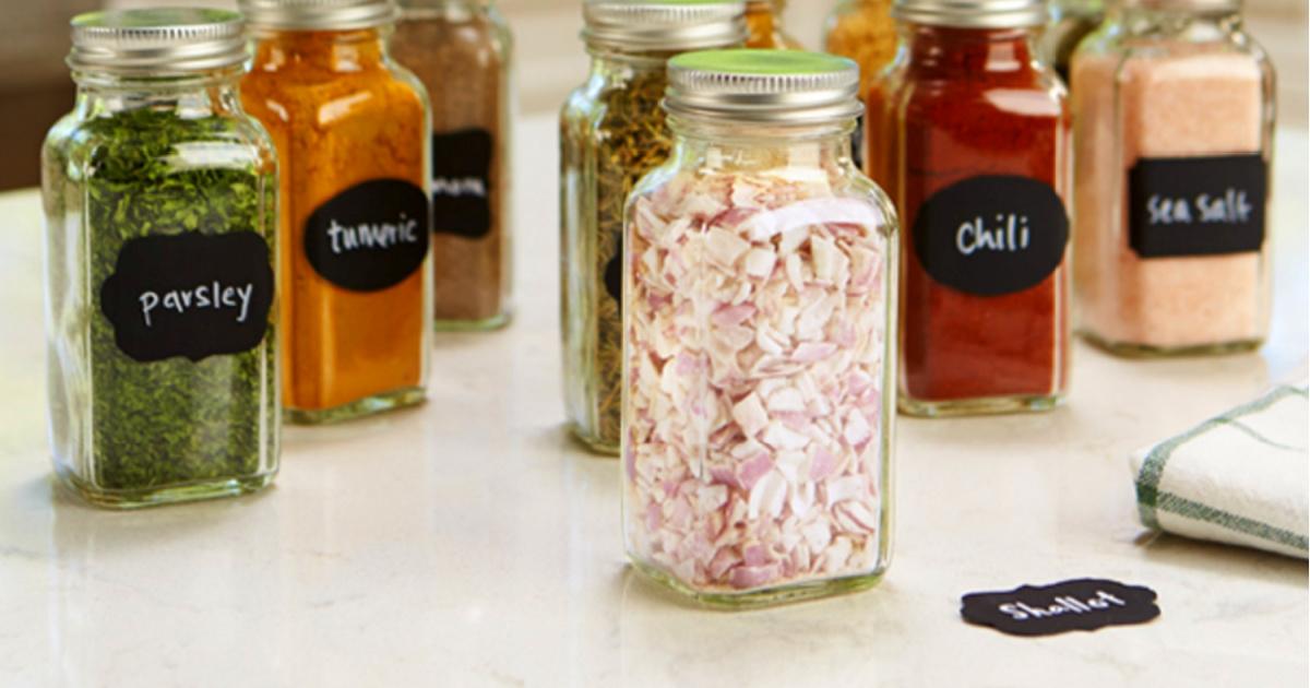spice jars with chalkboard tape