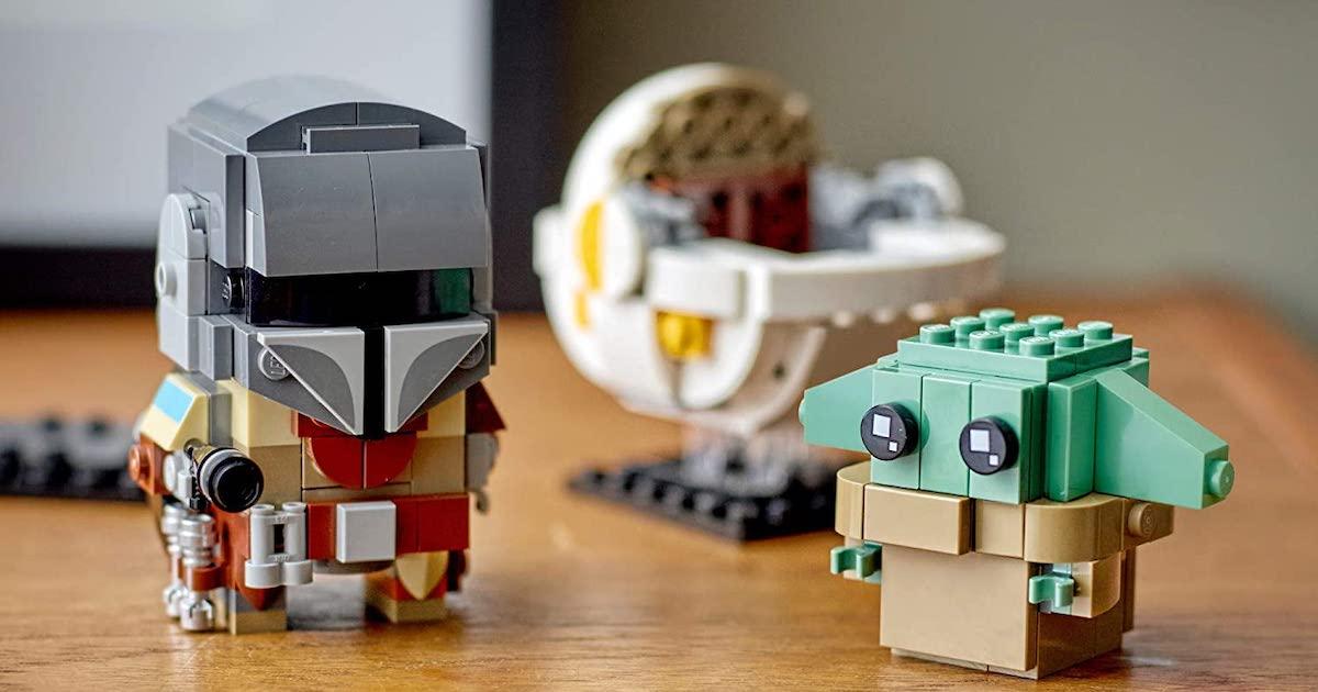 put together LEGO BrickHeadz Star Wars The Mandalorian & The Child with the child pod behind him