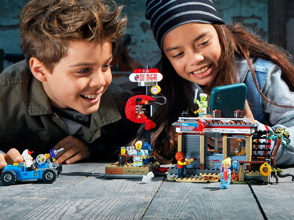 kids playing with LEGOHidden Side Shrimp Shack Attack AR Toy Building Kit