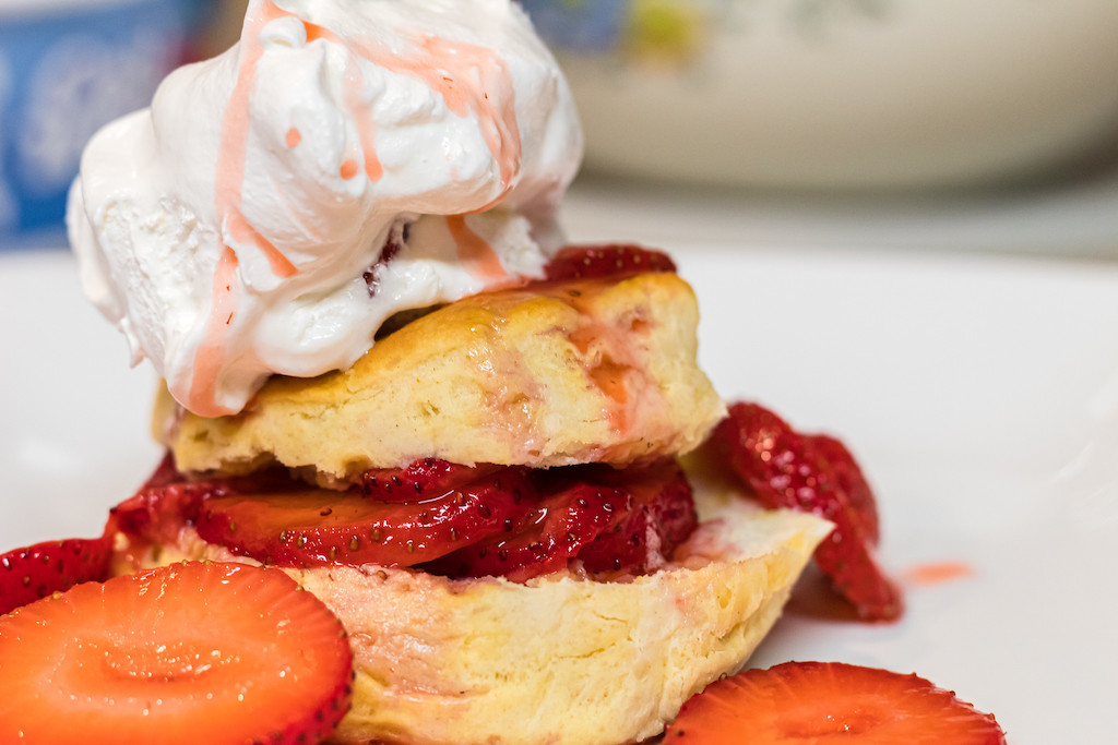 strawberry shortcake biscuits with whipped cream