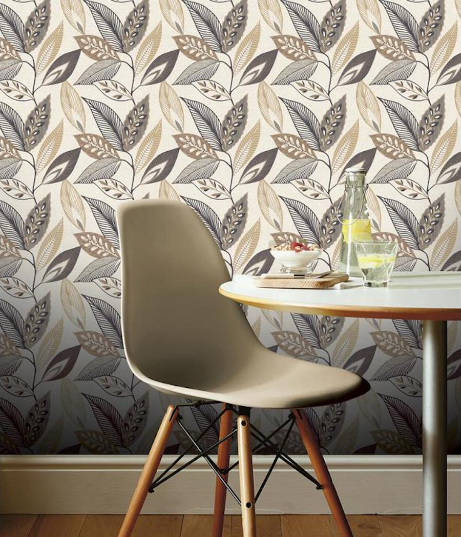 Trendy leaf wallpaper in kitchen