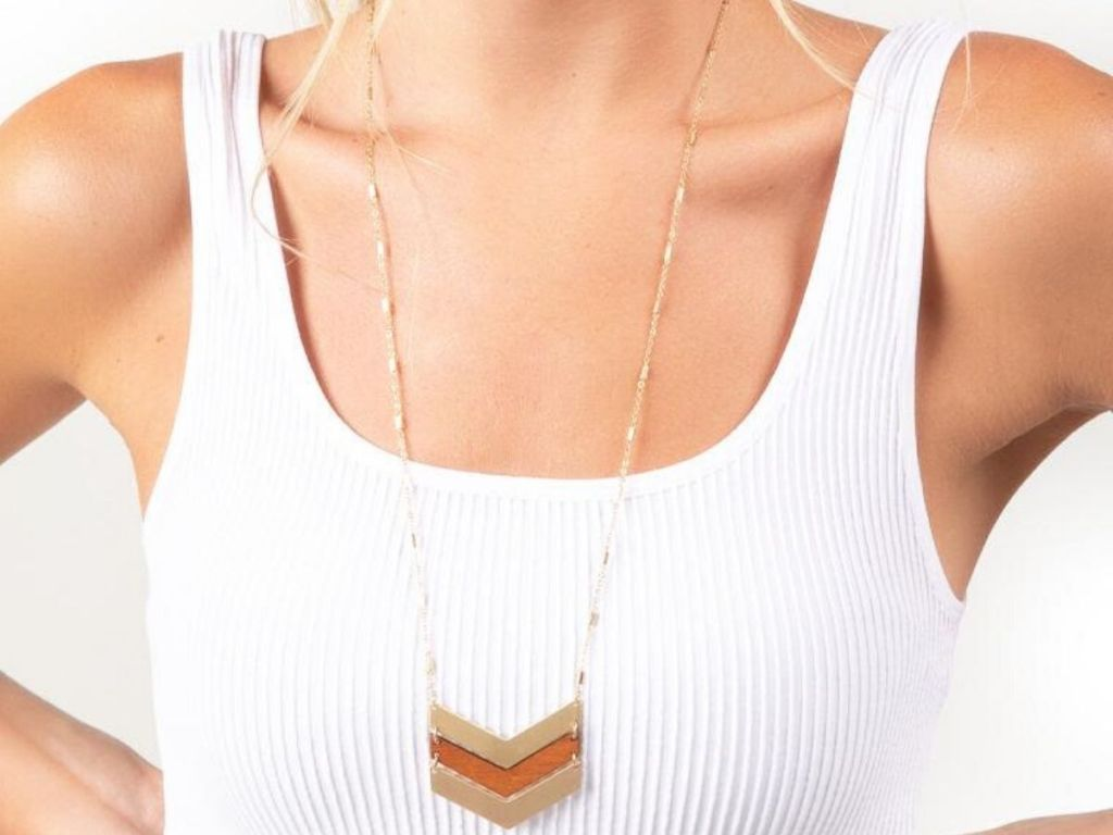 woman wearing long wooden arrow neacklace