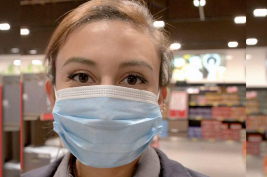 aldi employee wearing face mask