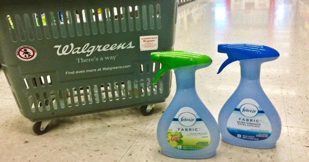 dua botol penyegar udara di walgreens di lantai di depan keranjang walgreens