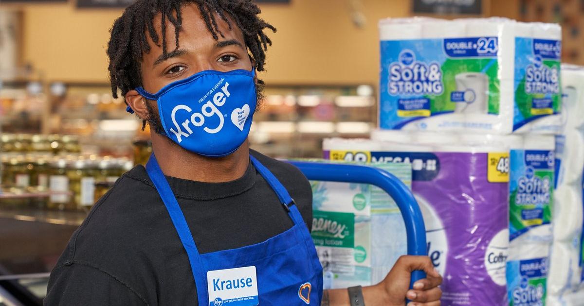 kroger employee wearing a blue face mask