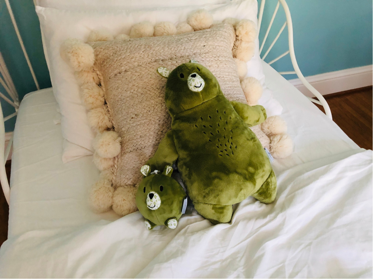 Green plush pal par and small clippable bar on white bed
