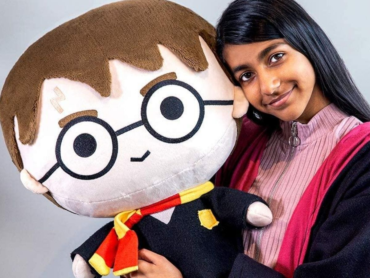 girl holding a giant head harry potter toy