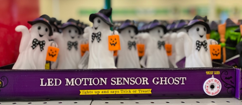 Halloween ghost lights in a box
