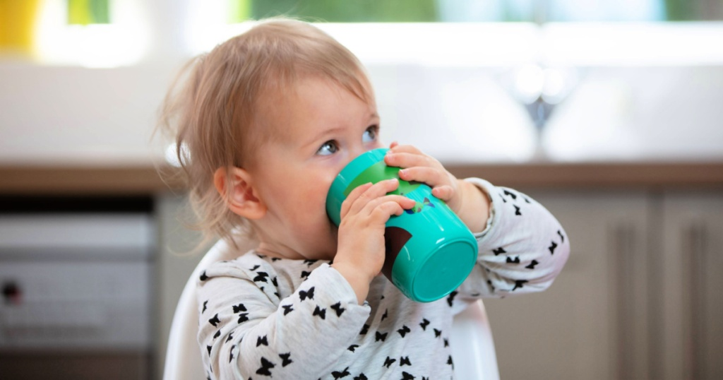 Tommee TippeeEasiflow 360° Spill-Proof Cup in child's hands