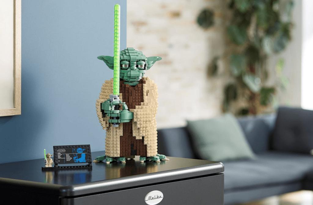 Yoda LEGO Collectors kit