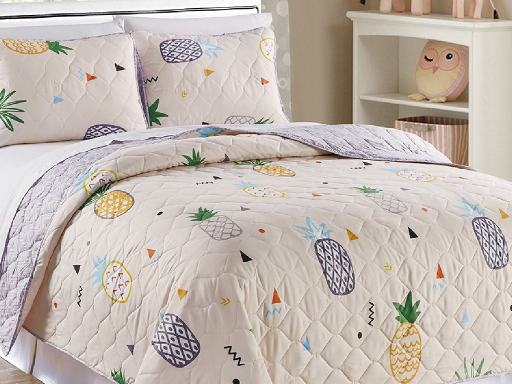 Zulily Kids' Quilt Set with pinapples