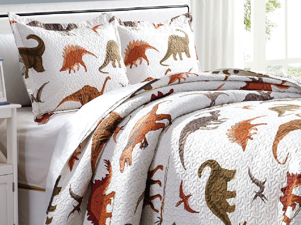 Zulily Kids' Quilt Set with dinosaurs