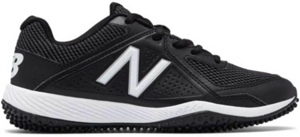 boys black tennis shoe