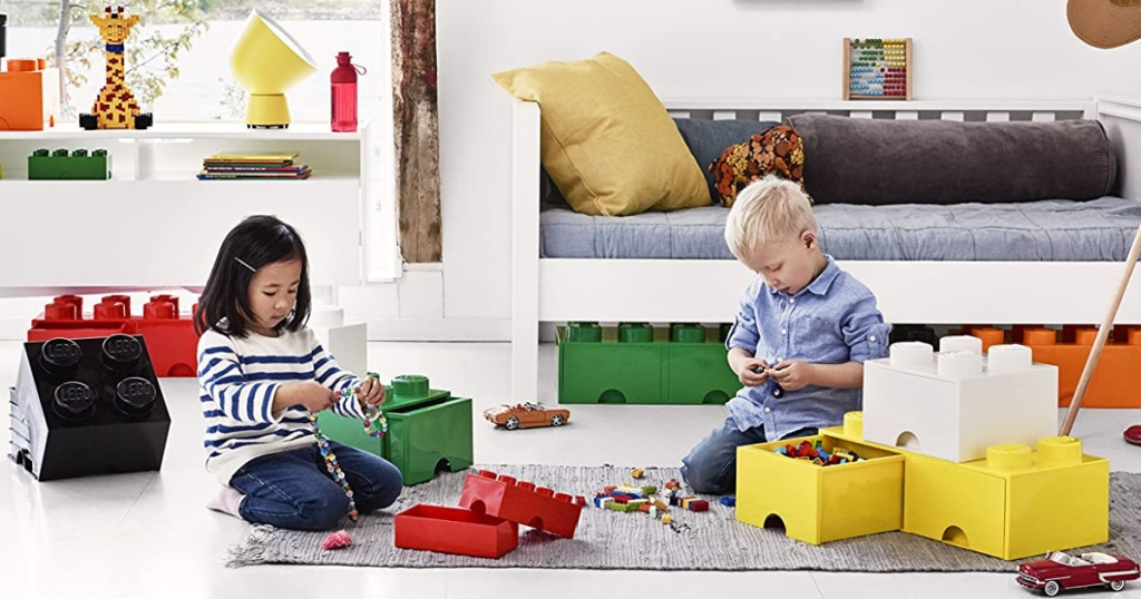 2 kids playing in living room with LEGOS