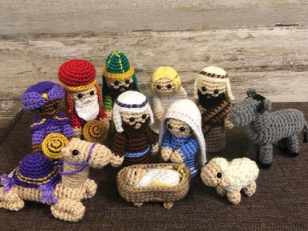 little crocheted pieces of the Nativity