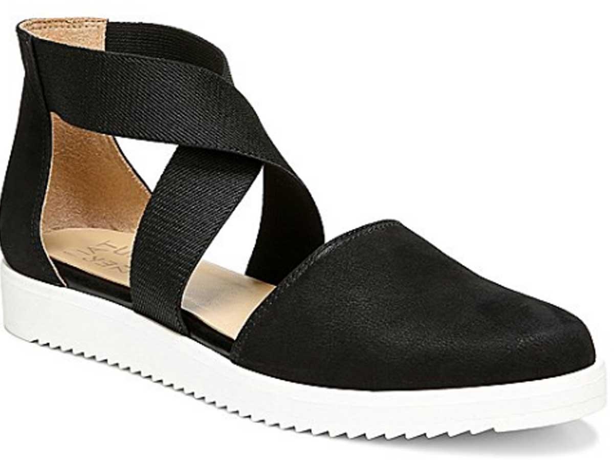 woman's black sandal