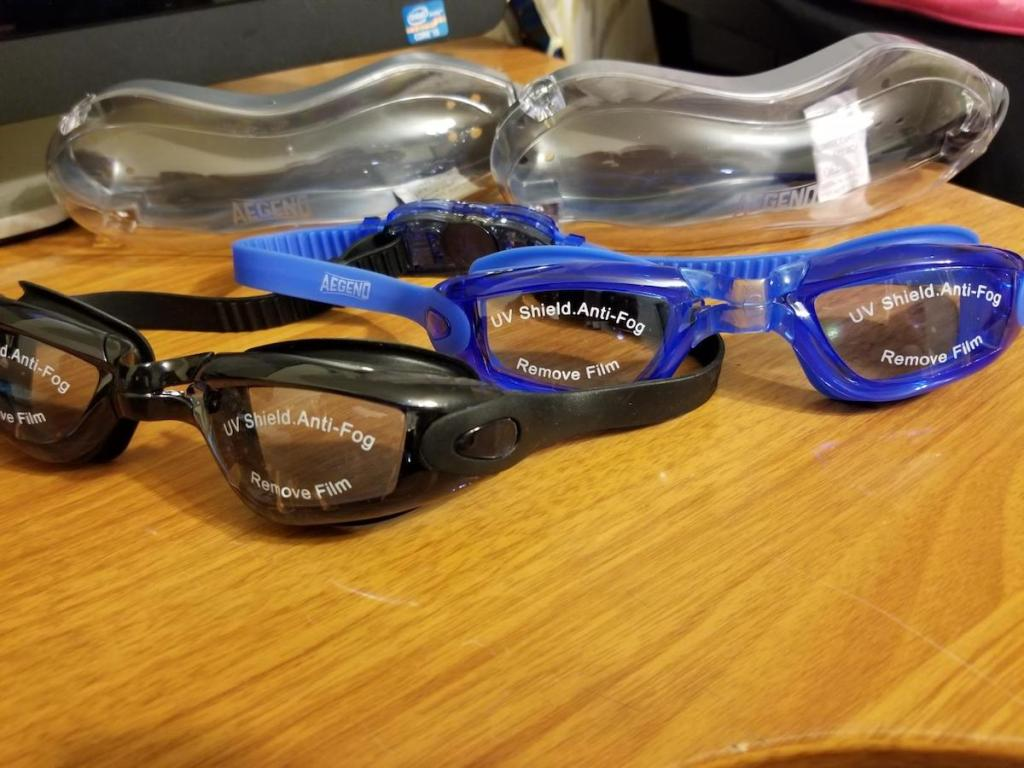 pair of black and blue aegend goggles