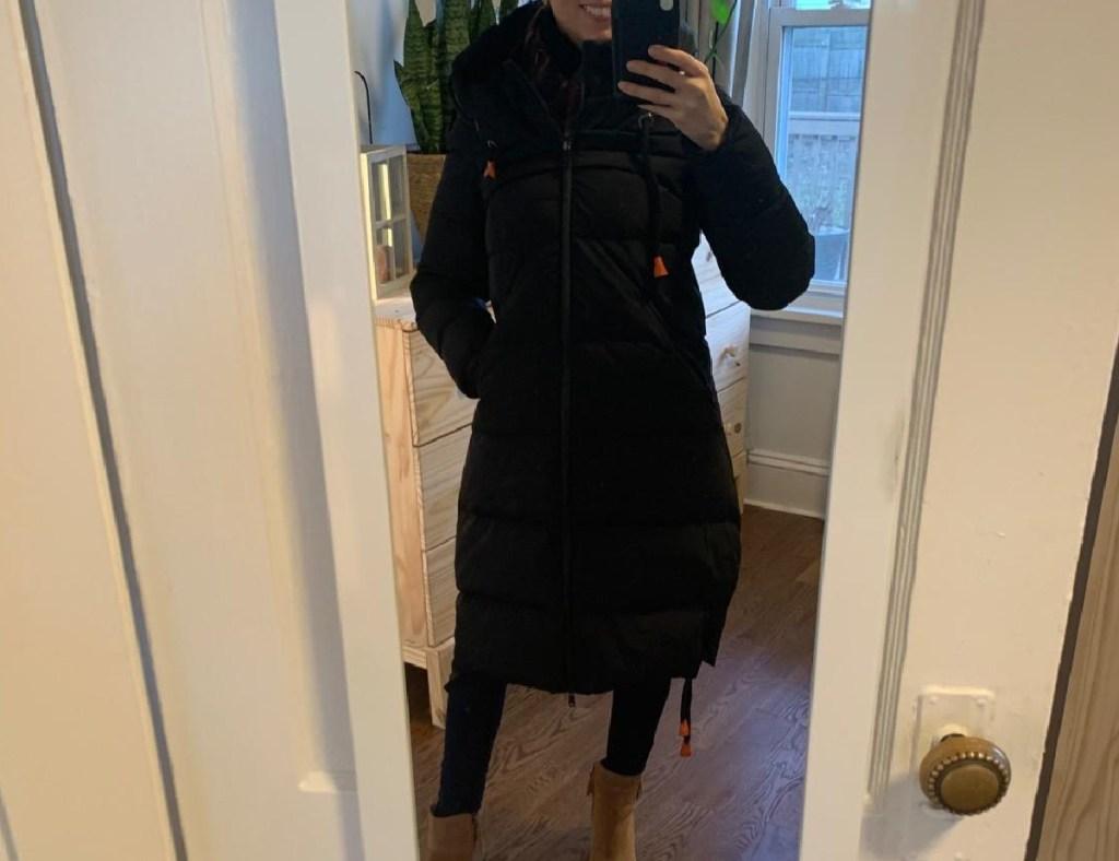 woman wearing an Orolay Women's Long Hooded Puffer Down Jacket (5)