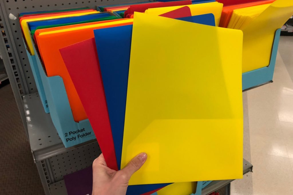 Staples-2-Pocket-Folders in hand in many colors