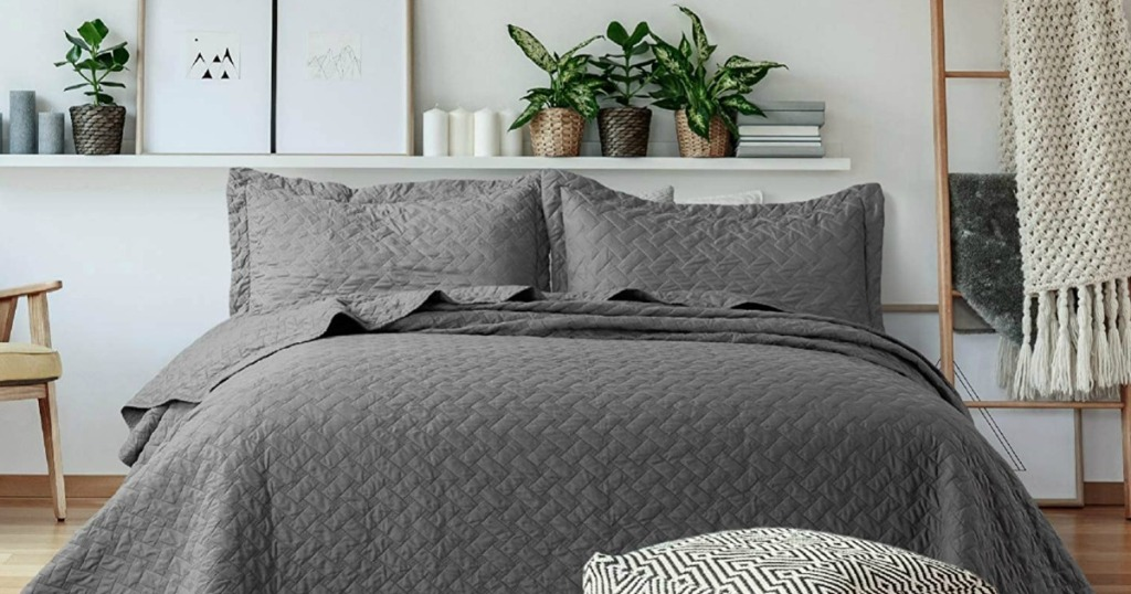 gray quilt set on bed