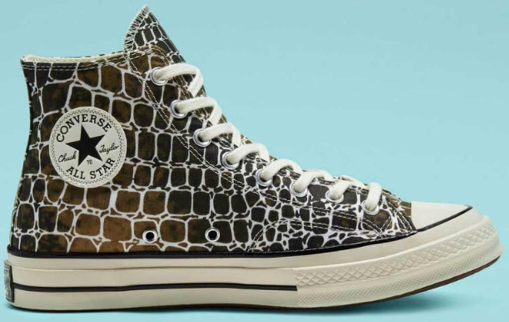 giraffe print converse chuck 70 on blue background