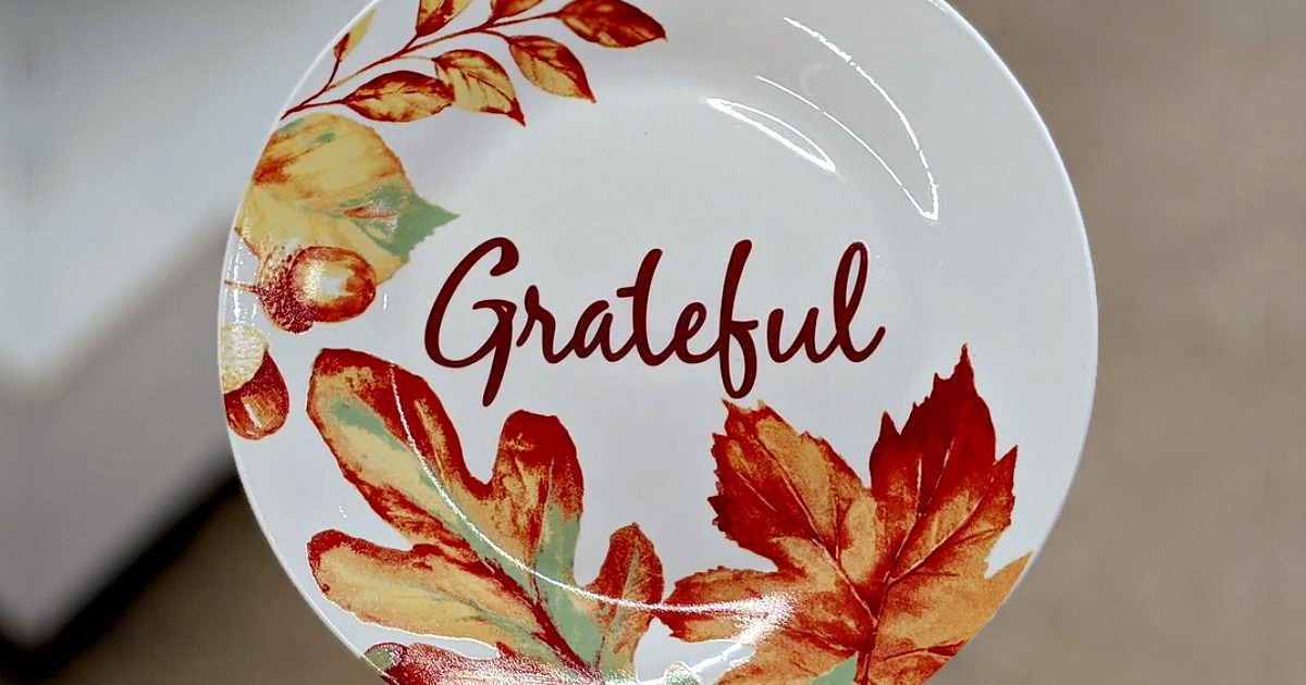 white ceramic plate that reads grateful with acorn and leaf designs