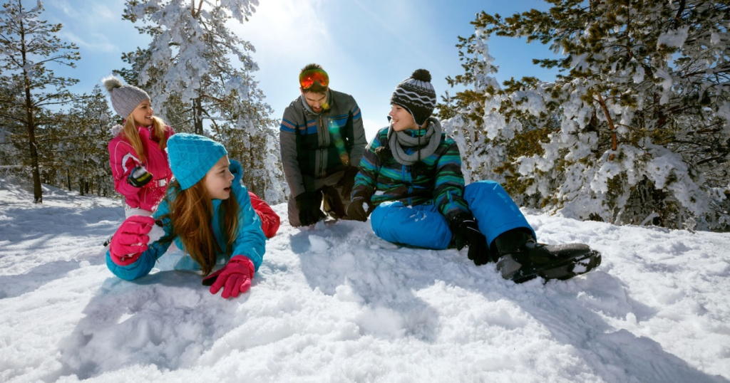 kids in snow with family