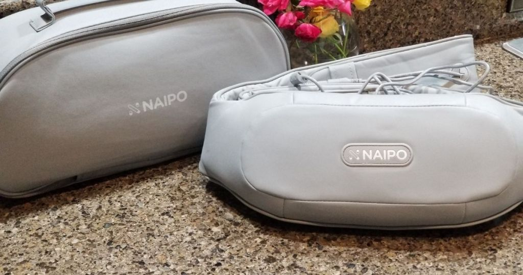 naipo back massager with case