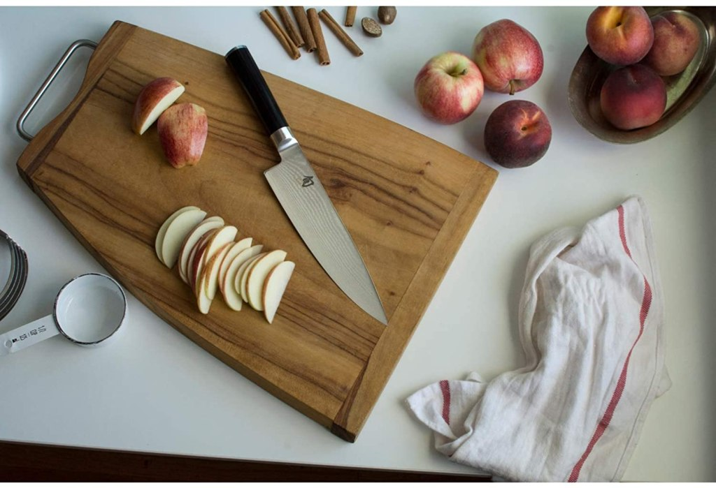 shun knife cutting apples