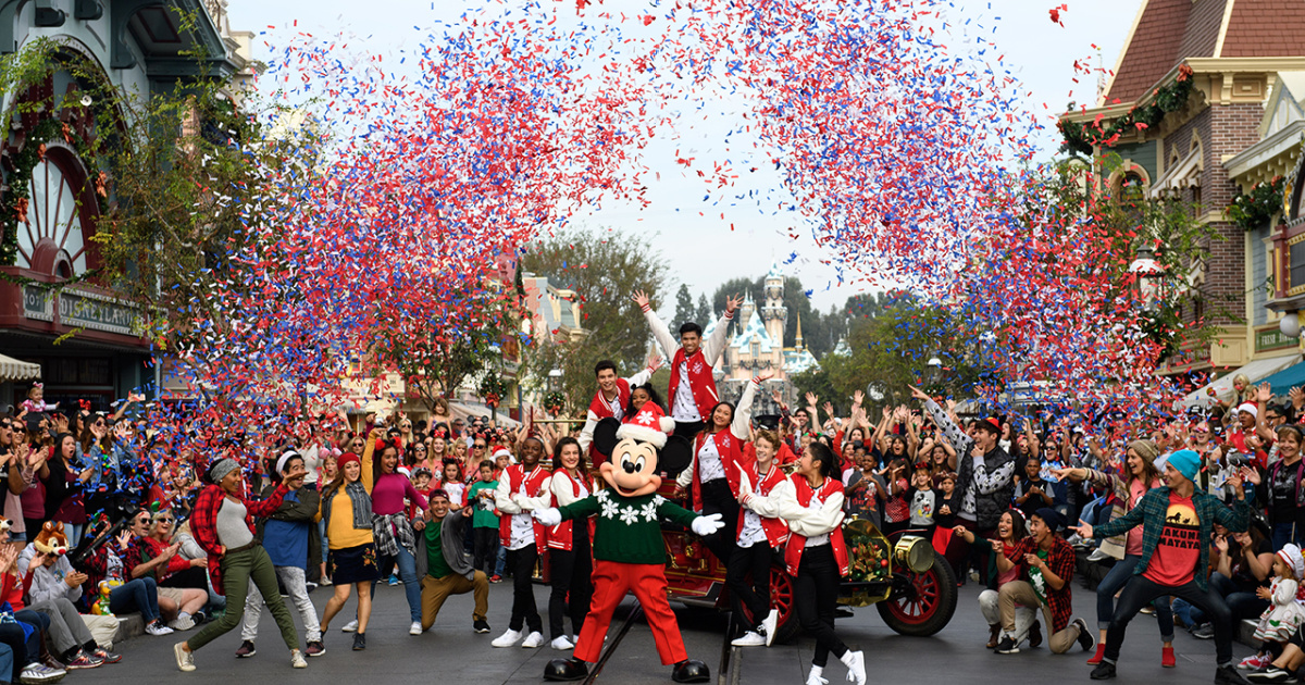 Christmas Party Look 2020 Disney's 2020 Mickey's Very Merry Christmas Party + EPCOT's