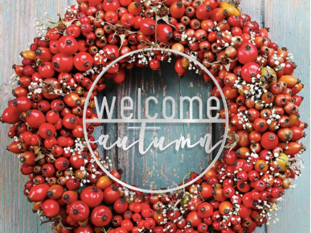 wreath with welcome autumn sign