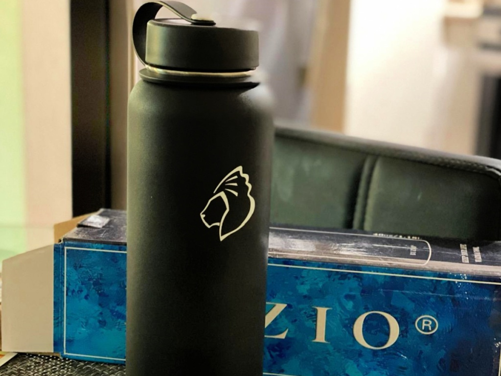 BUZIO Insulated Water Bottle on table with box