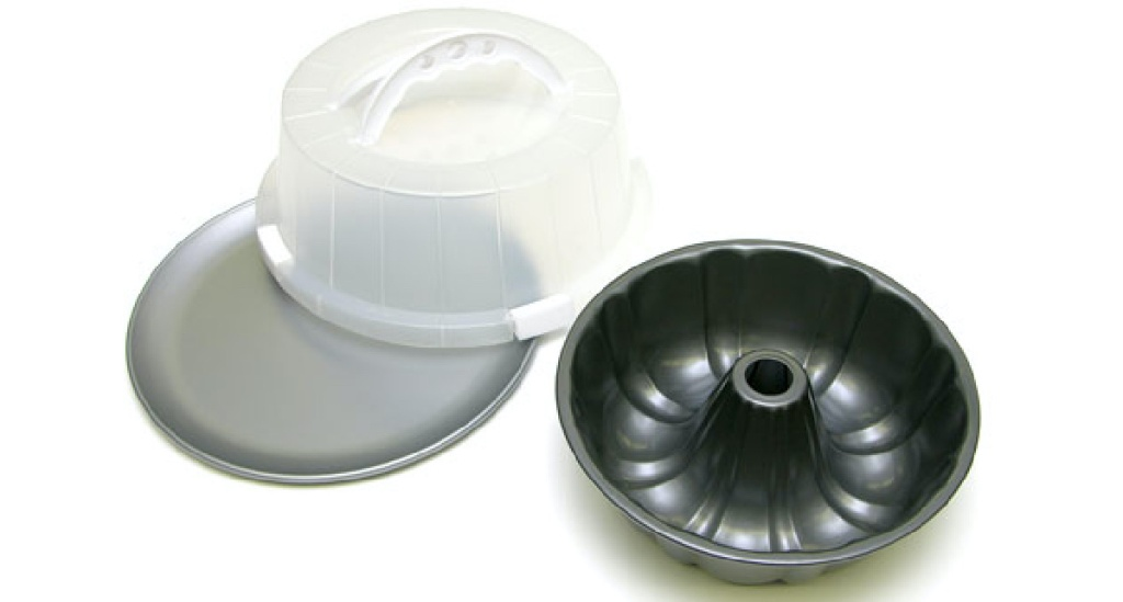 bundt pan, serving plate, and lid