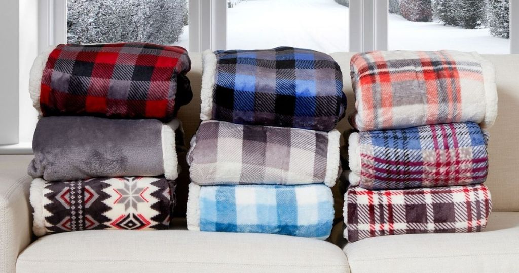 tumpukan beberapa pola Cuddl Duds Oversized Throw With A Cozy Sherpa Pocket