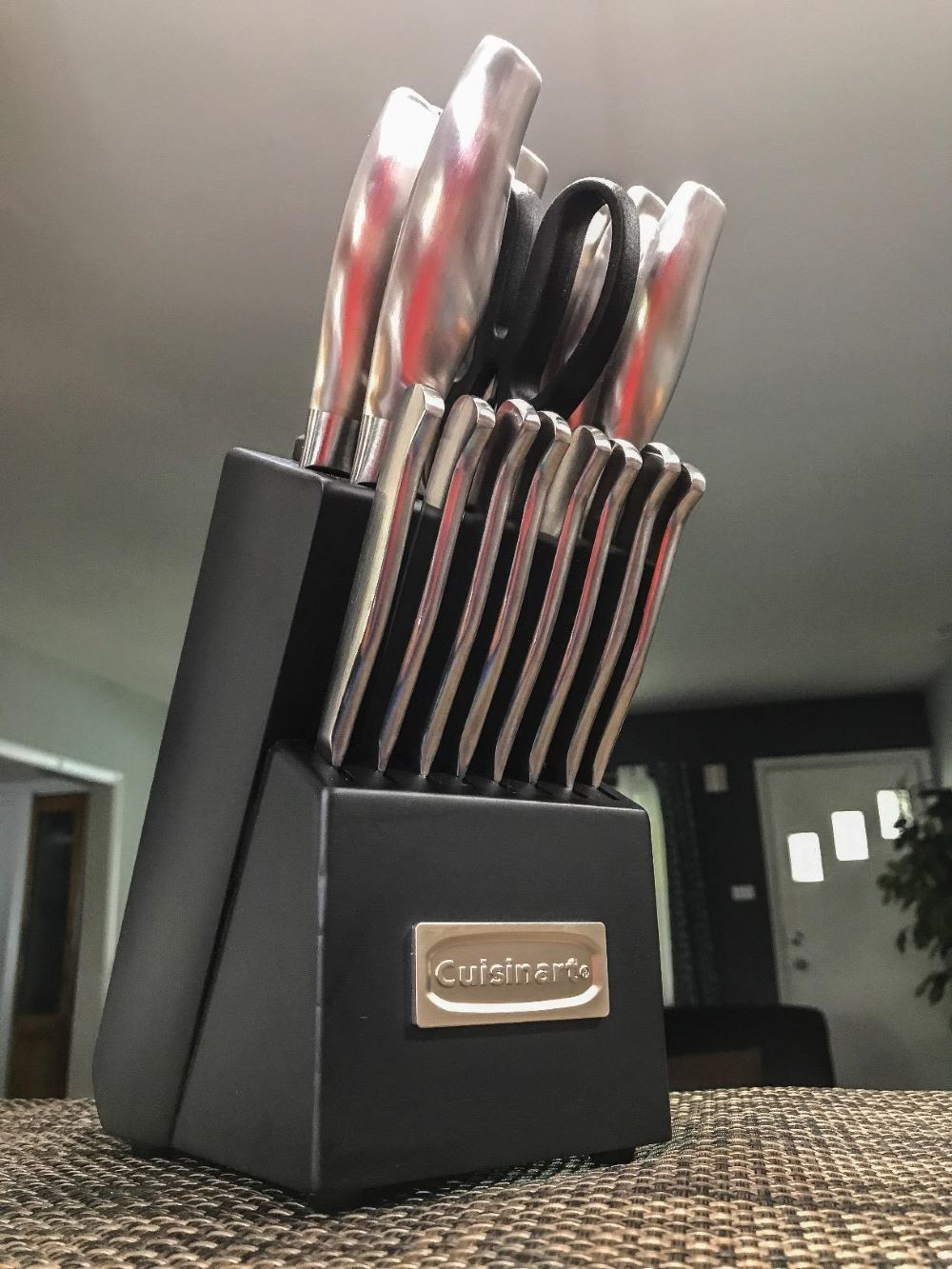 cuisinart knife block with knives in it