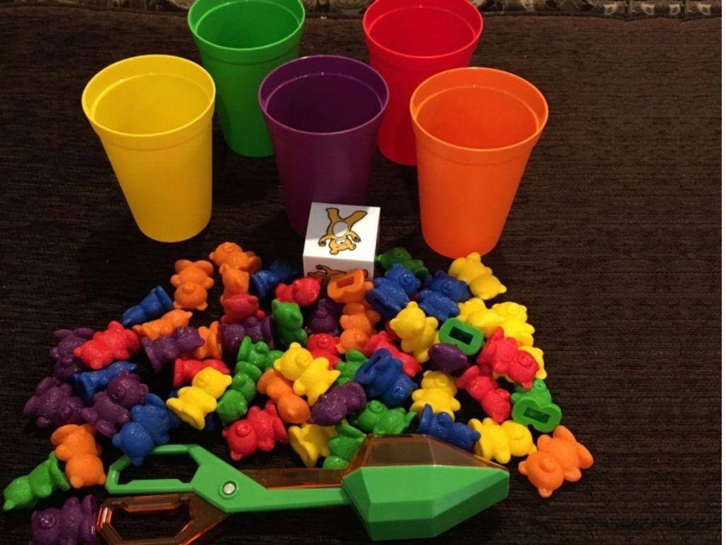 Skoolzy Bear Sorting Toy Ser w/ Plastic Cups, bears, dice and tongs