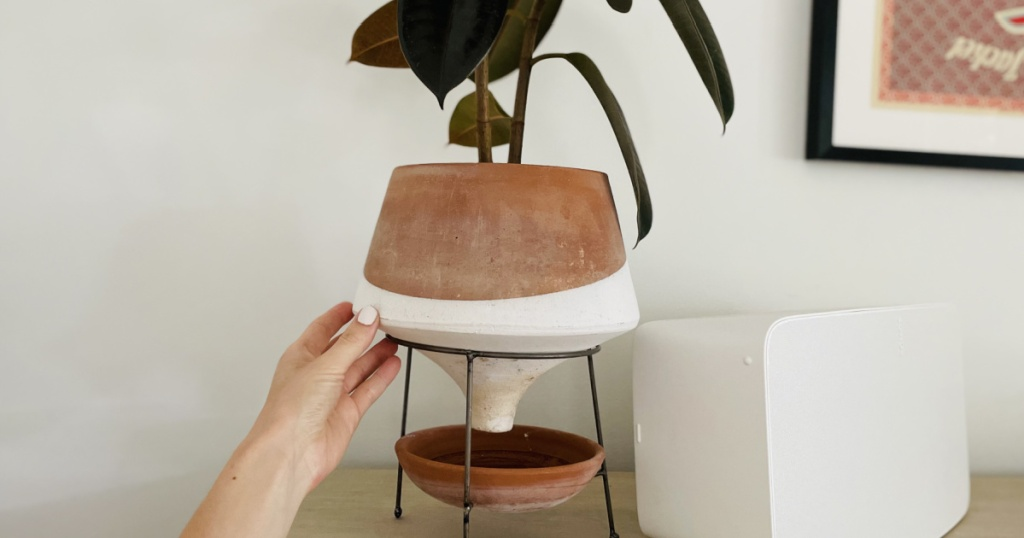 amazon clay and white planter stand