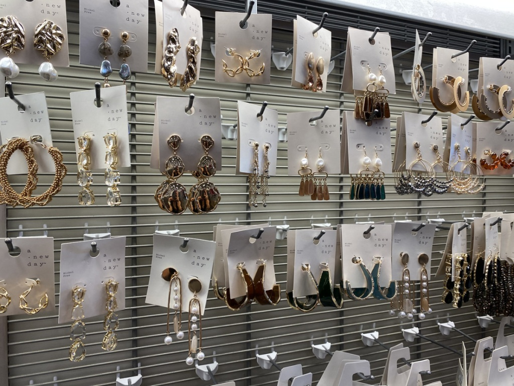 wall at store full of jewelry