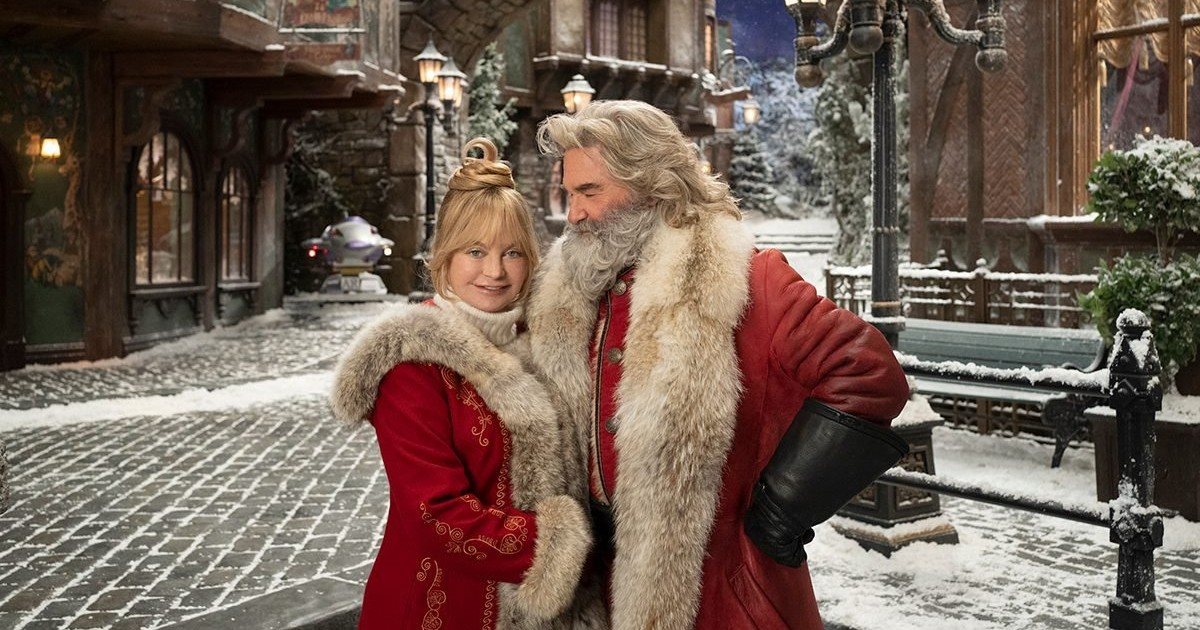 couple dressed as Santa and Mrs. Claus in netflix 2020 Christmas movie