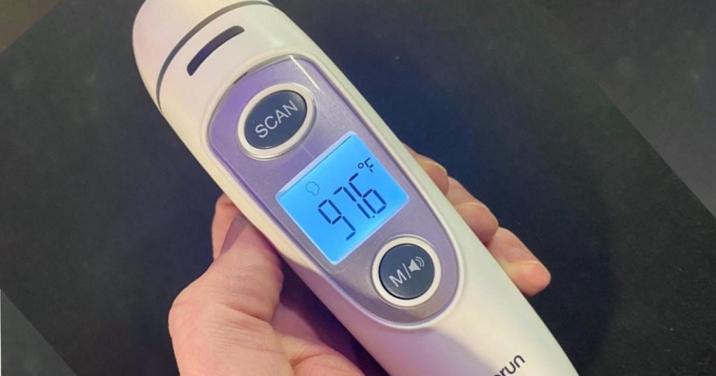 vigorun thermometer in hand