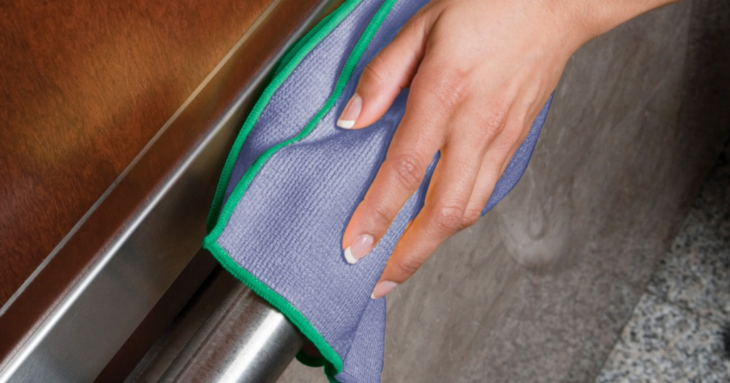 wypall cleaning cloths in hand cleaning