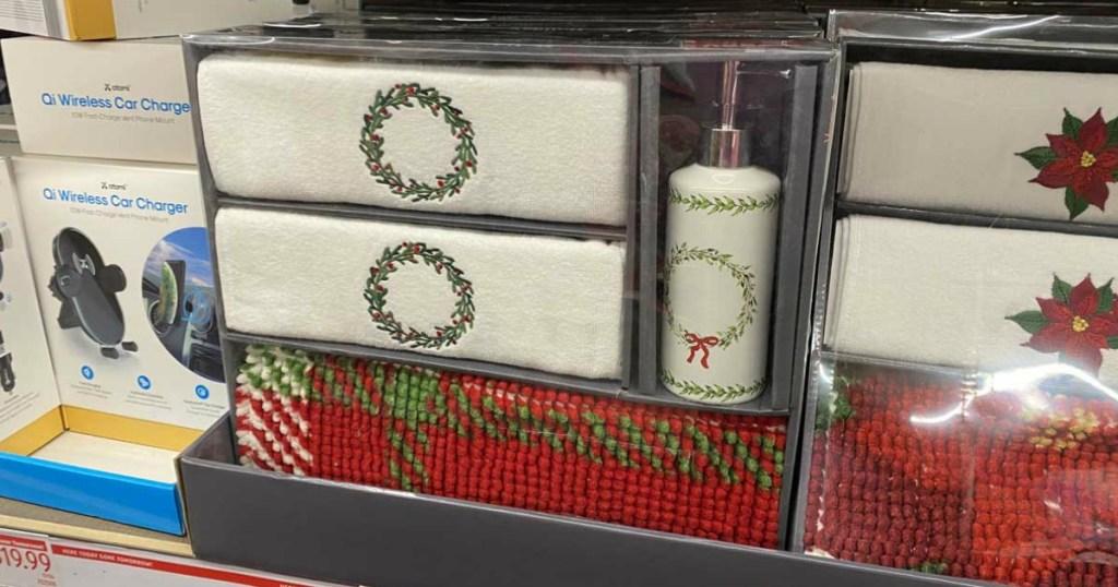 set hadiah handuk kamar mandi natal dipajang di toko