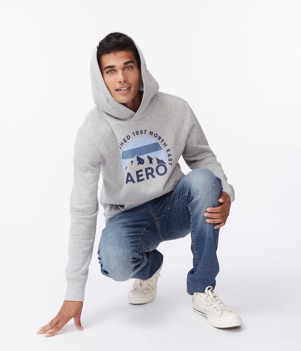Remaja mengenakan Aero Guys Hoodie