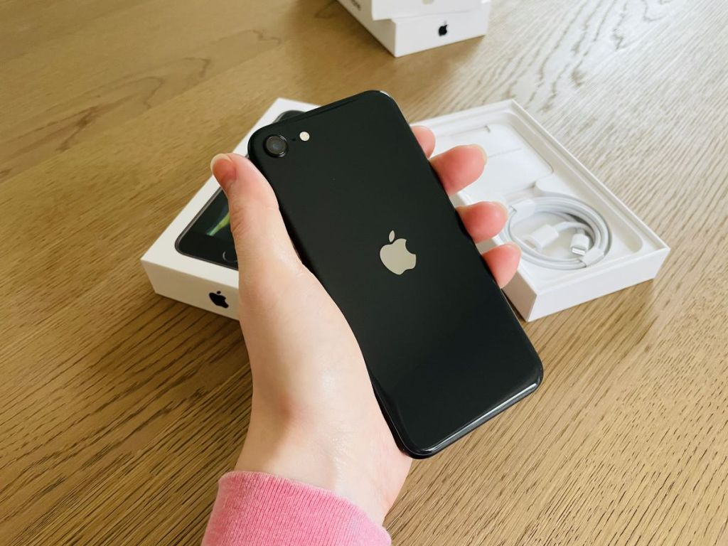 hand holding an iPhone