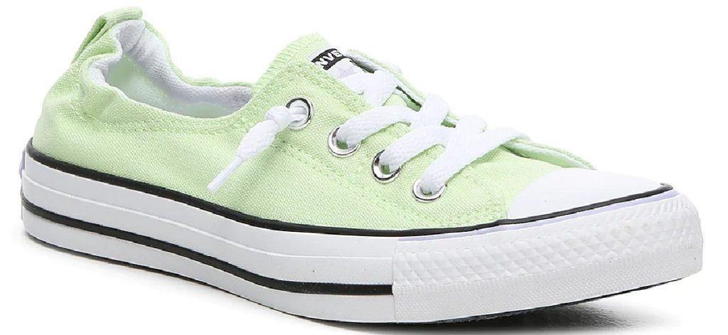 sepatu slip-on hijau muda
