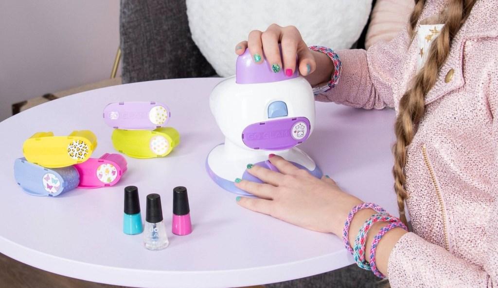 girl using a cool maker nail salon