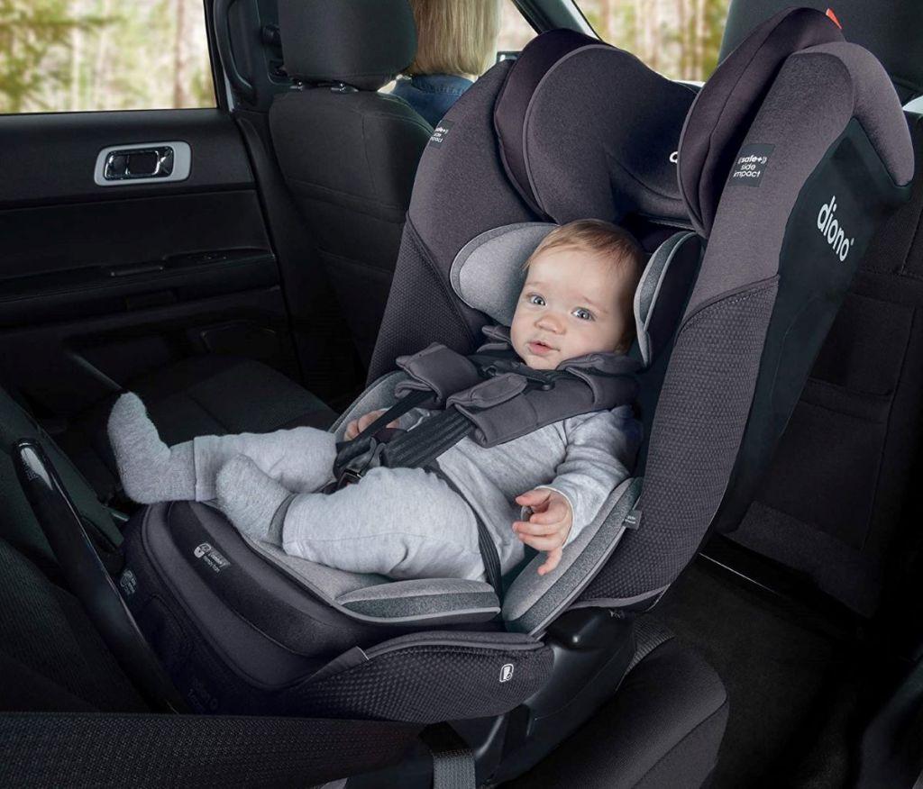 bayi di kursi mobil